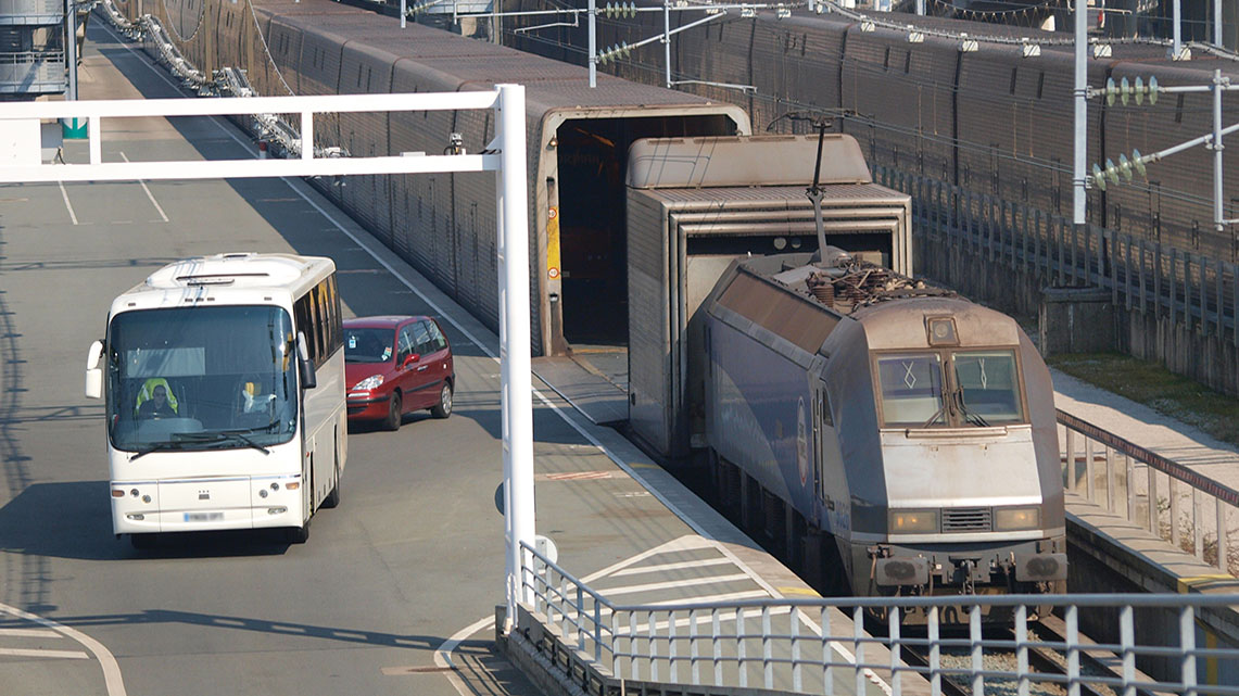 Getlink History - 1995 - Start of the commercial Eurotunnel Shuttle service for coaches.