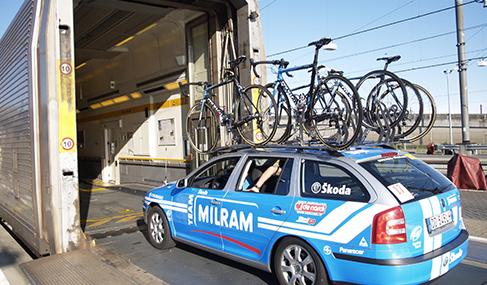 Histoire Getlink - 2007 - Les équipes du Tour de France empruntent le tunnel sous la Manche