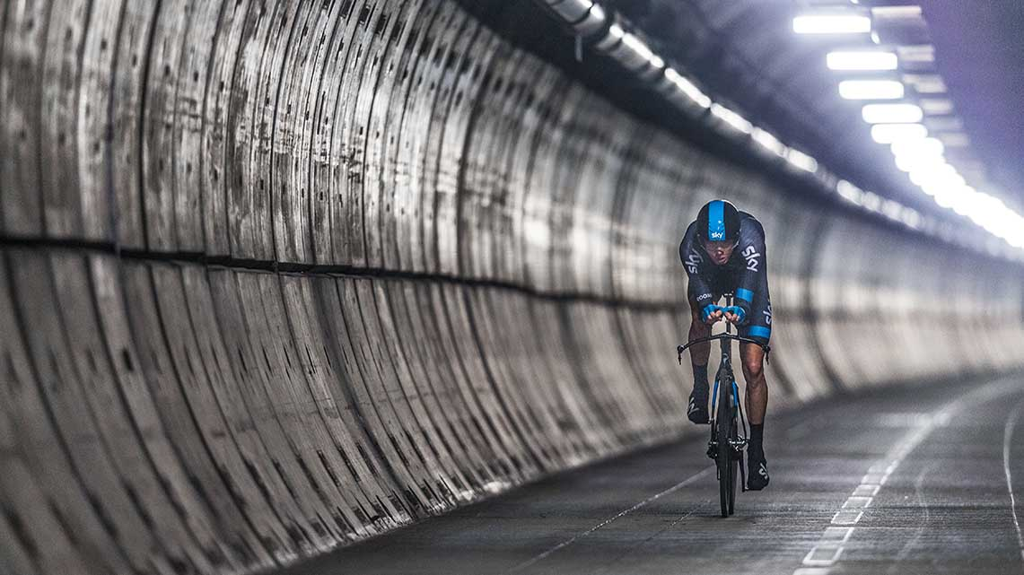 Histoire Getlink - 2014 - Chris Froome traverse le tunnel sous la manche a vélo