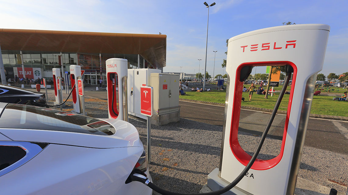 Histoire Getlink - 2015 - Mise à disposition de superchargeurs pour voitures electriques