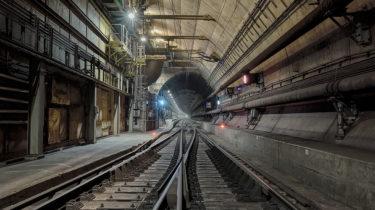 Eurotunnel, deux tunnels ferroviaires à mono-voie
